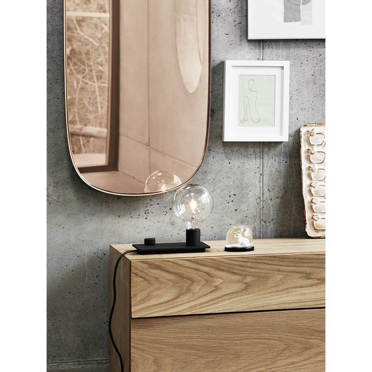 Framed Mirror speil fra Muuto. Dette klassiske speilet med farget glass skaper en moderne touch i hj...
