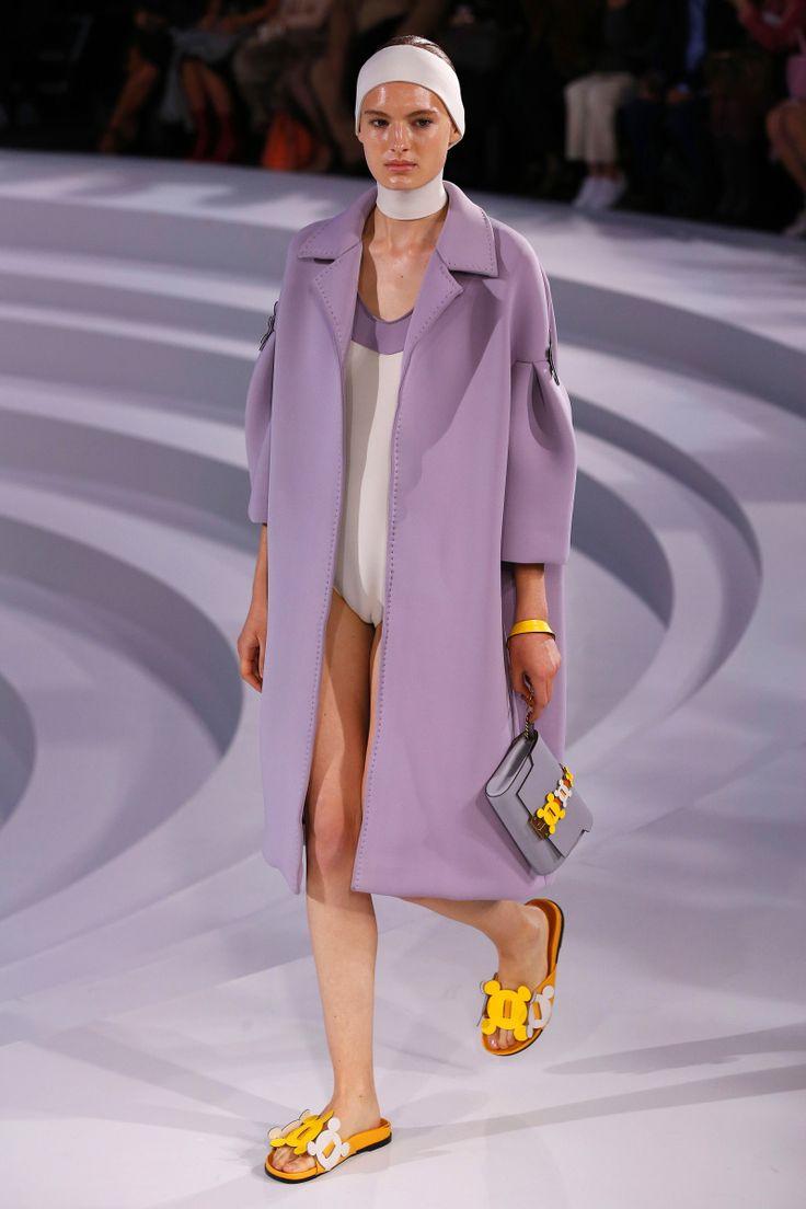Anya Hindmarch | Ready-to-Wear Spring 2017 | Look 17