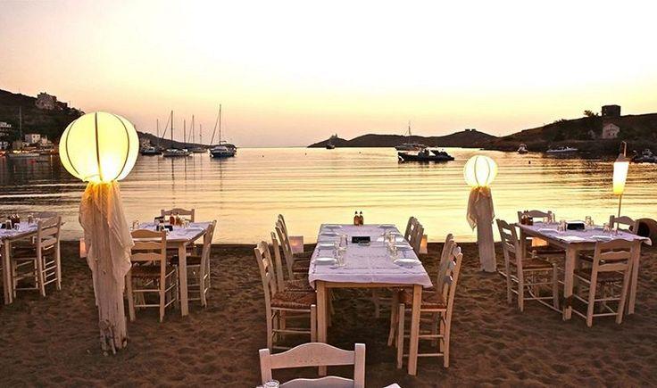 Εστιατόριο '' Η στροφή του Μίμη '' στο Βουρκάρι. Ηλιοβασίλεμα.