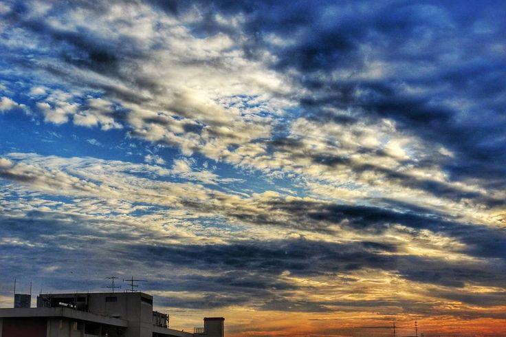 Another colorful sunrise  #ig_singapore #singaporeinsta #urbanexploration #singapore #nikonphotography #nikonp900 #cityroaming #mypic #weekend #sunrise