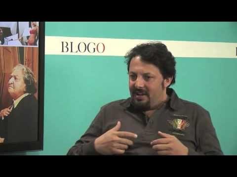 Divertiamoci con Enrico Brignano che racconta la storia di Roma a Blogo in diretta - YouTube