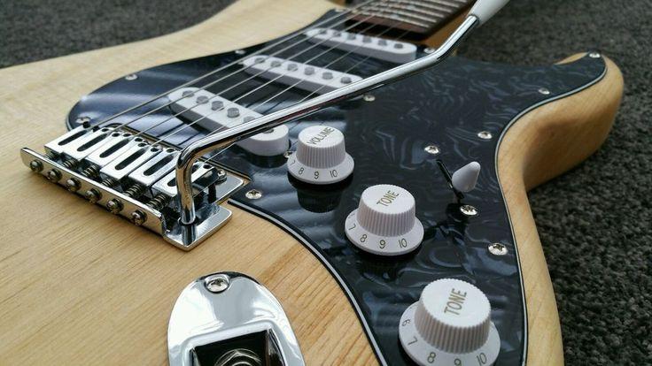 Fender Squier SE Custom Stratocaster SSS Electric Guitar