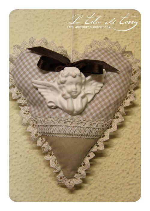 Cuori in stoffa con gessetti profumati by La tela di Terry.