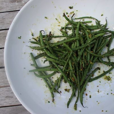 Basil Balsamic Pistachio Green Beans 1 lb. green beans or haricot-verts, trimmed 1 cup basil leaves, loosely packed 1/4 cup pistachios  2 tablespoons white balsamic vinegar 3 tablespoons olive oil 1/4 teaspoon salt Parmesan cheese, optional