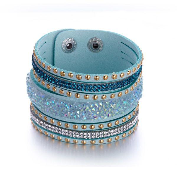 Bracelet Cristaux Blancs et Bleus de Swarovski Elements et Cuir Turquoise  http://www.bluepearls.fr/fr/produits/bracelet-cristaux-blancs-et-bleus-de-swarovski-elements-et-cuir-turquoise.4744.html