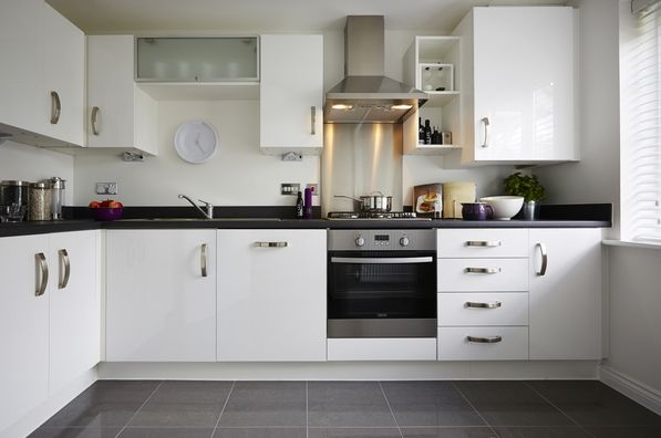 The classic gloss white kitchen paired with a grey slate tile.