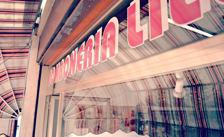 La parte superiore della vetrina d'ingresso del negozio. Per ricordarmi com'era. #nonsmettodifare #ricordi #cambiovita