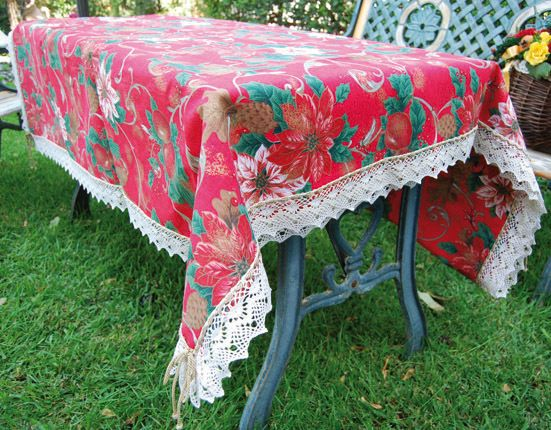 NATALIA TABLE CLOTH - PatriziaB.com  The warmth and joy of Christmas are the masters of the pattern of this beautiful pure cotton Yultide table cloth