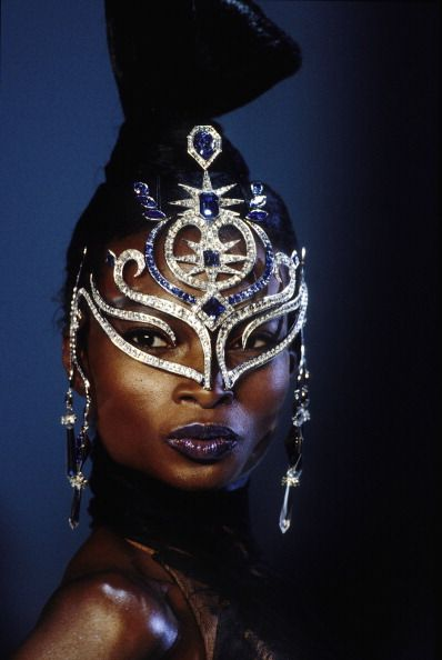 So far I have yet to see anything remotely resembling magnifique come down the runways during PFW 2013 RTW, nada. All I have are memories such as these featuring the fantastic Debra Shaw for Thierry Mugler's 1999-2000 FW Haute Couture...