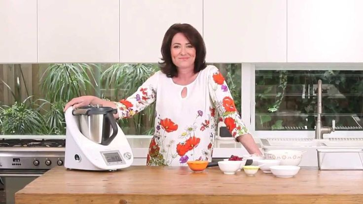Anna Gare, shows you how to prepare her delicious Banana, raspberry and coconut loaf in a Thermomix ®.