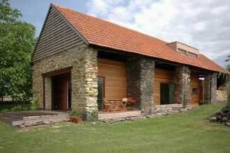 Rekonstrukce staré stodoly svépomocí | Rodinné domy | Stavby a budovy | Architektura | www.asb-portal.cz