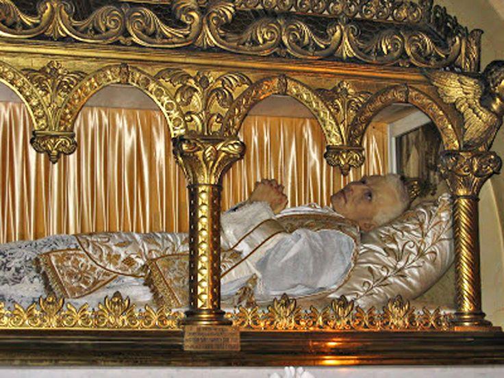 St peter julian eymard incorruptible apostle of the for Association maison eymard