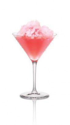 Cotton Candy Cosmopolitan 1/2 dose de x-rated fusion liqueur, 1 dose et demie de Vodka, 1 dose de jus de cranberry. Shakez. Placez la boule rose de barbe à papa dans le verre à Martini. Versez le liquide sur la boule.