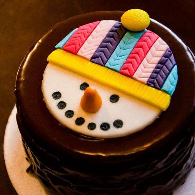 Torta de Navidad, la mejor combinación entre lo dulce y suave del chocolate con lo esponjoso y delicioso pastel artesanal de LIACAKE  #cake #handmade #chocolate  #torta #navidad #xmas