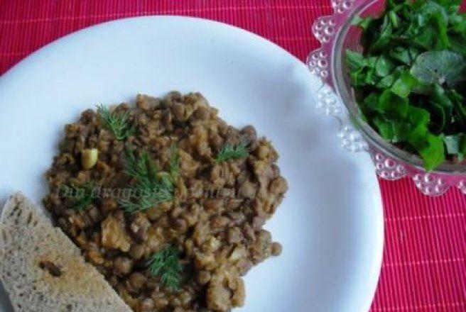 Retete Culinare - Mâncare de linte cu carne de porc
