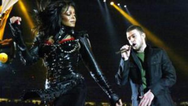 Justin Timberlake plays Prince and takes selfies at Super Bowl show Latest News