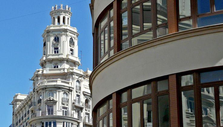 Calle Barcelonina esquina con plaza del Ayuntamiento. Valencia, Spain