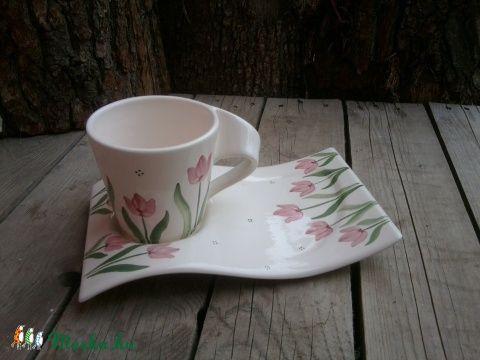 Meska - Csavart fülű,tulipános  reggelizős készlet  ntakeramia kézművestől