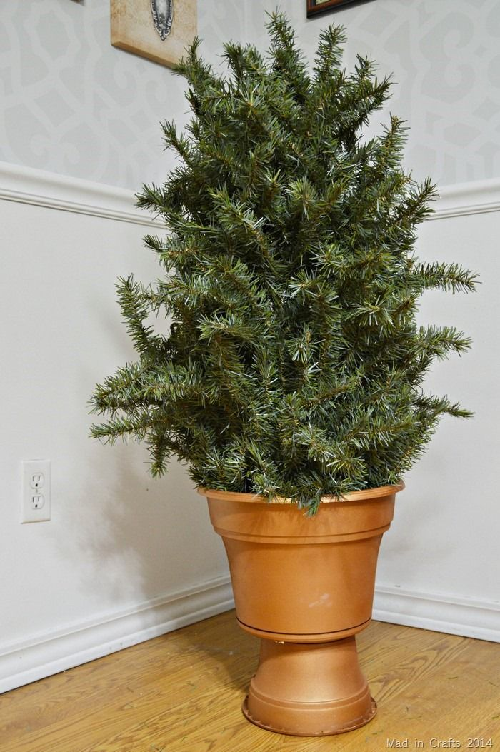 RECYCLE AN ARTIFICIAL TREE INTO TOPIARIES