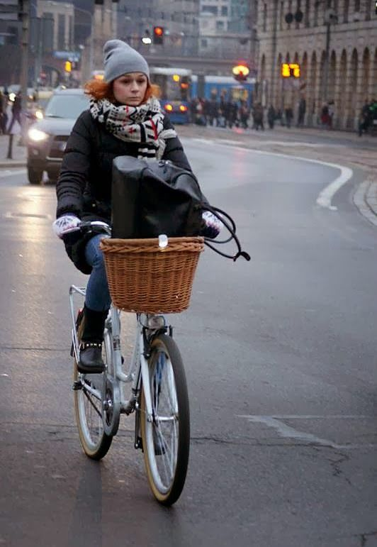 check it out at: http://wroclawcyclechic.blogspot.com :)