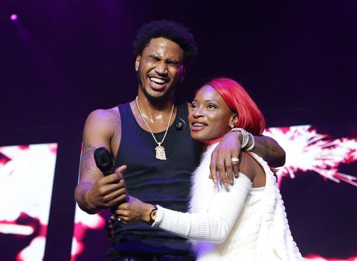 121617 winterfest_15.JPG (877×642) - Trey Songz brings a young lady from the audience to help her celebrate her 23rd birthday at the Winterfest concert at Philips Arena on Saturday, December 16, 2017. (Akili-Casundria Ramsess/Eye of Ramsess Media)