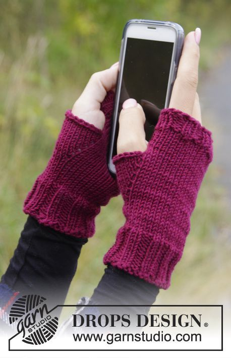 """That Autumn Feeling - Knitted DROPS wrist warmers in """"DROPS Cotton Merino"""" - Free pattern by DROPS Design"""