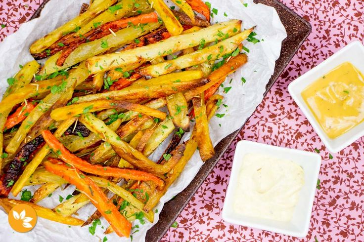 Nesta receita de palitos de legumes assados, eles ficam super crocantes e deliciosos. São fáceis de fazer e te damos todas as dicas para ficarem perfeitos.