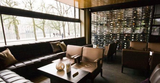 Hotspot Taste The Hague. Glitter & glamour, designed by jewelry designer Rodrigo Otazu (via LABEL1114)