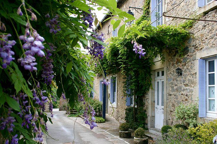 Village de la Bastide l'Évêque au printemps