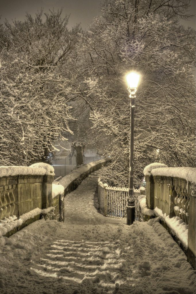 Chester walls in the snow (Handbridge, Chester, England) by Mark Carline❄️