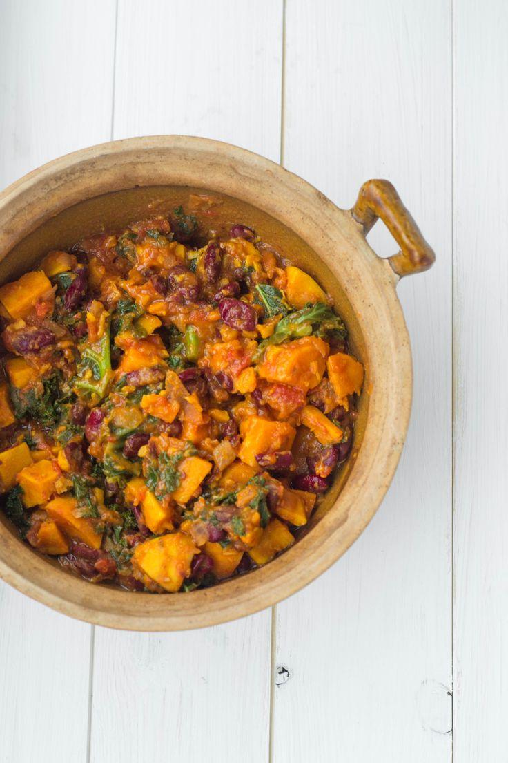 Sweet Potato & Kale Chili via @wallfloweraimee