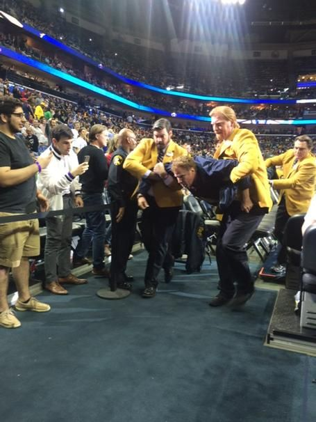 Will Ferrell Threw A Basketball At A Cheerleader's Head During A Lakers Game - BuzzFeed News