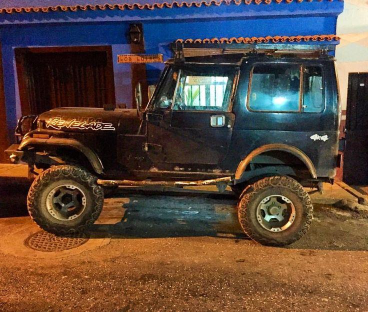 Renegade CJ-7 #jeep #jeeporn #jeepwrangler #4x4 #offroad #morninautos #soloparking #chivera #mopar #moparornocar (at Plaza Bolivar Del Hatillo)