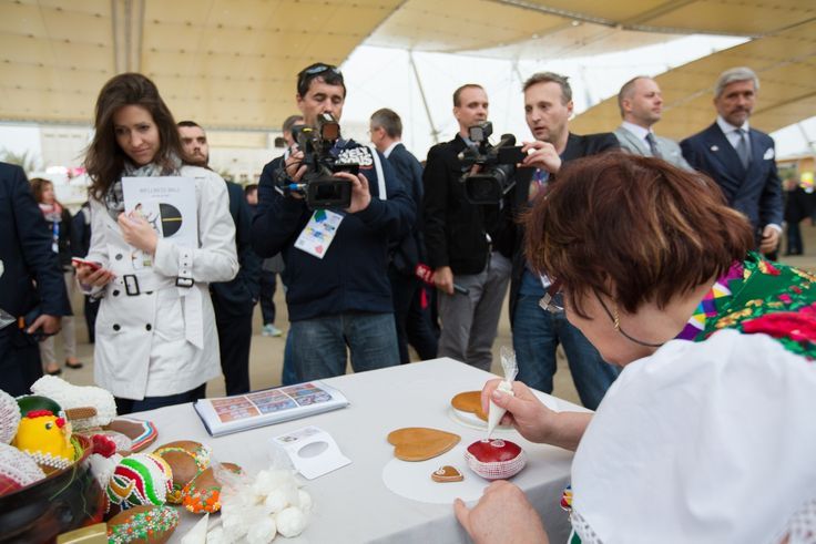 The traditional art of decorating the gingerbread pastry at the opening of the Slovak pavilion at the EXPO 2015.