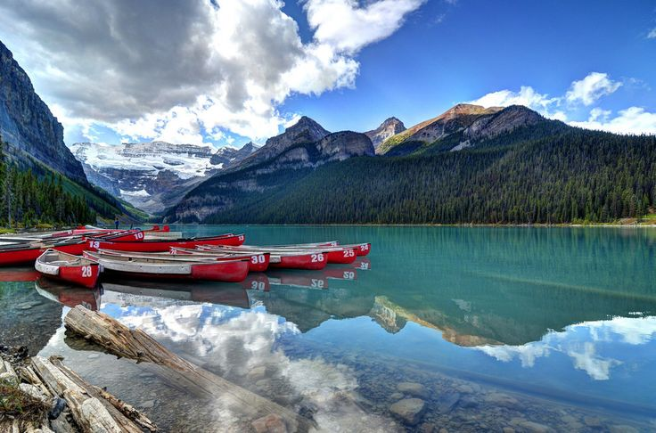 Lake Louise in Alberta | 15 Surreal Places That Prove Canada Is A Breathtaking Country