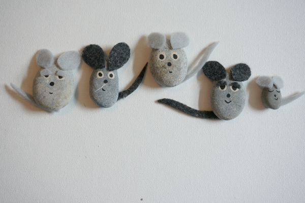 pebble mice with felt ears inspired by Frederick- Leo Lionni Virtual Book Club for ids