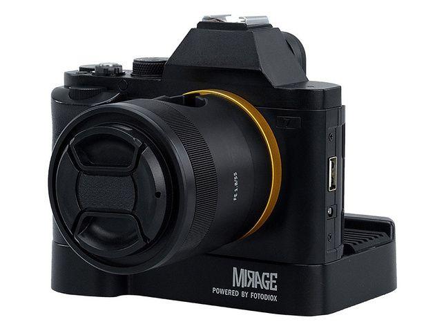 Mirage Trio: зарядно което изглежда като безогледален фотоапарат на Sony   Започнаха продажбите на зарядното Mirage Trio USB Charging Station с твърде необичаен външен вид което може да зарежда батериите на най-различни мобилни устройства.  Зарядното изглежда като безогледален фотоапарат на Sony и може едновременно да зарежда до три мобилни мобилни устройства а на специално заделеното място на обратната страна на зарядното може да бъде поставено Lightning или Micro-USB устройство.  Отстрани…