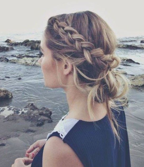 Bun updo hairstyles have quite a long history and with the creative ideas, more and more stunning bun hairstyles emerge and obtain wide popularity. The braided bun looks super luscious and it is always picked up by people who desire to keep all their hair away from their face for a charming look. The messy[Read the Rest]