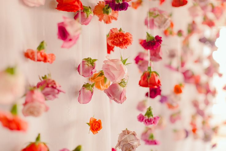 Create a flower backdrop to remember forever! #photobooth #backdrop