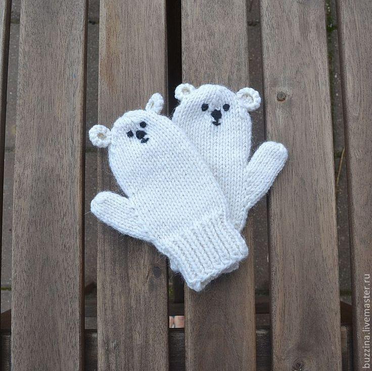 Купить или заказать Варежки для детей Полярный мишка, варежки вязаные, варежки детские в интернет-магазине на Ярмарке Мастеров.…
