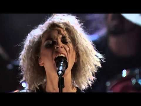 """St. Vincent Performs """"Lithium"""" with Nirvana At the 2014 Rock and Roll Hall of Fame Induction Ceremony"""