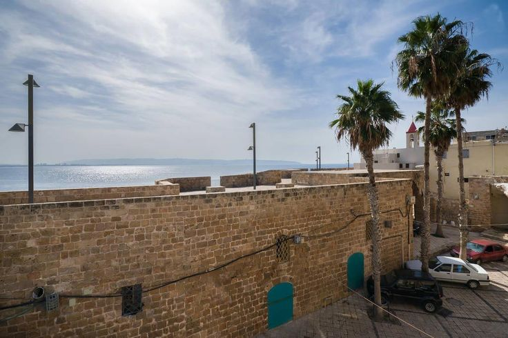 View overlooks old walls of Acre in Israël & the mediterranean sea, from the rooftop of hotel Akkommodation in Acre, Israël