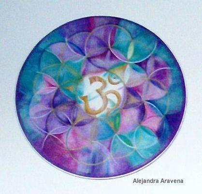 Mandala Om y flor de la vida, acrílicos sobre madera. Autor: Alejandra Aravena