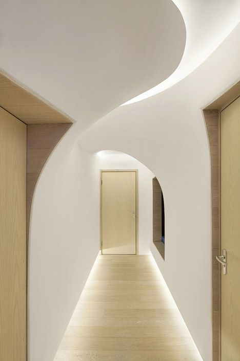 The base of wall is lite. Look how the light comes into the upper curve. Snow Apartment by Pendal