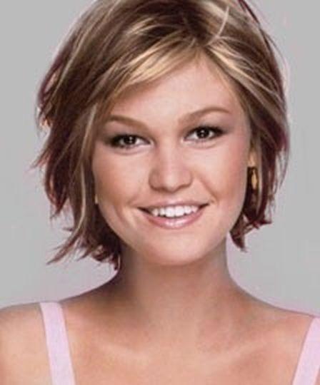 The Wavy Bob | 17 Ways Julia Stiles Hairstyles Prove We Can Slay Any Hairdo | Hairstyle Ideas by Makeup Tutorials at http://makeuptutorials.com/17-ways-julia-stiles-hairstyles-prove-we-can-slay-any-hairdo/