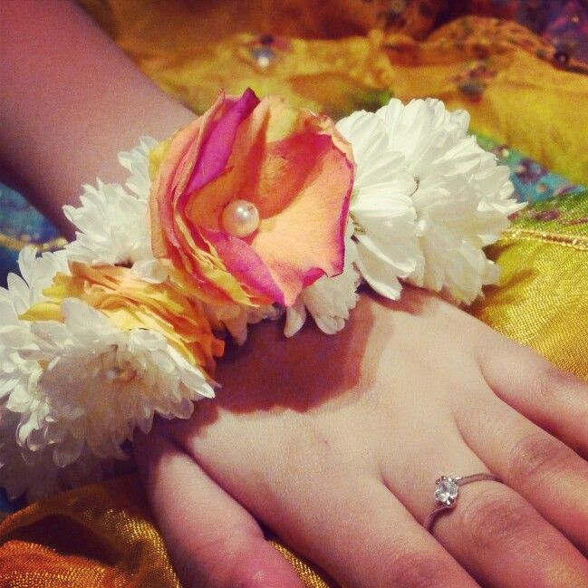 Mehndi Flower Garlands : Best images about flower jewelry on pinterest