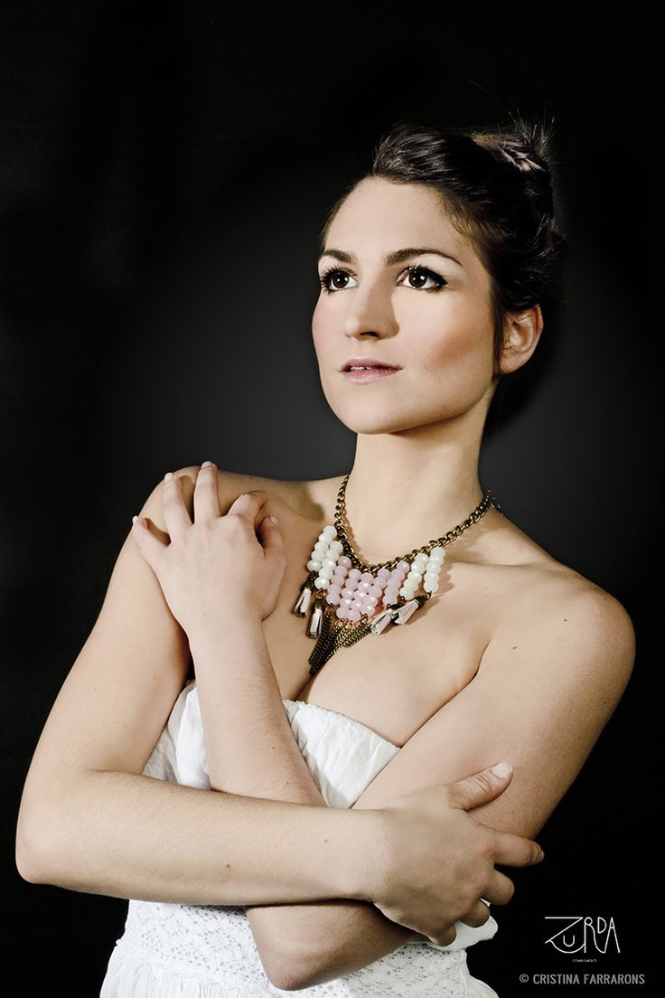 Gargantilla Abir, diseñada por Zurda. Modelo: Sara Belmonte. #Zurda #collar #necklace #bisutería #bijou #diseño #design #African #SS14