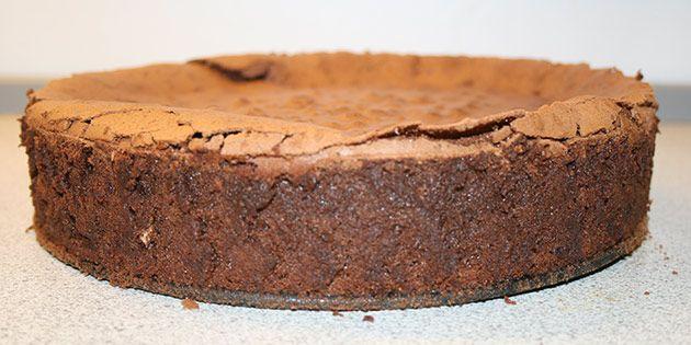 Chokoladekagen skal serveres lun og gerne med lidt is til