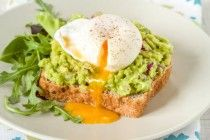 poached-eggs-and-avocado-spinach-smash