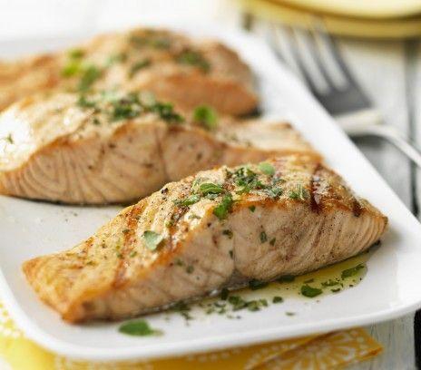 Łosoś smażony - Przepisy.Smażony łosoś to niezwykle szybki i zdrowy obiad. Łosoś smażony to przepis, którego autorem jest: Magda Gessler